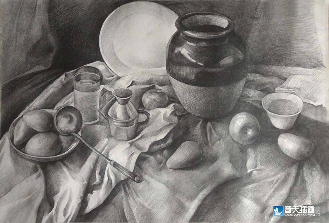 静物素描它描绘的范围很广,瓜果,蔬菜,花卉,瓶罐,文具等都可作写生的